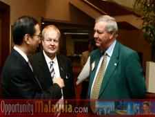 Douglas Everett and Bernhard Schutte have a talk with the Chief Minister of PenangTan Sri Dato' Dr. Koh Tsu Koon, Chief Minister of Penang, Bernhard Schutte,CEO of Digital Media Network (DMNI), Douglas Everett, President of the Greater Pompano Beach Chamber of Commerce.