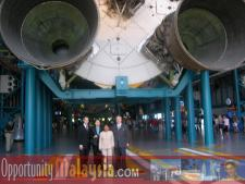 Apollo Saturn V Center at NASA Kennedy Space CenterPatrick Everett, Executive Assistant Digital Media Network, Boni Chuah, Commercial Attache in KL, Dato' Rosnah Majid, CEO of Electronic Business Management (EBM), Bernhard Schutte, CEO of Digital Media Network (DMNI)